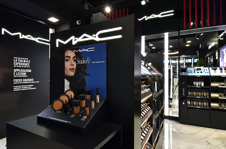 Mac Cosmetics da Candia Profumi Gruppo Naïma profumeria a Roma Prati